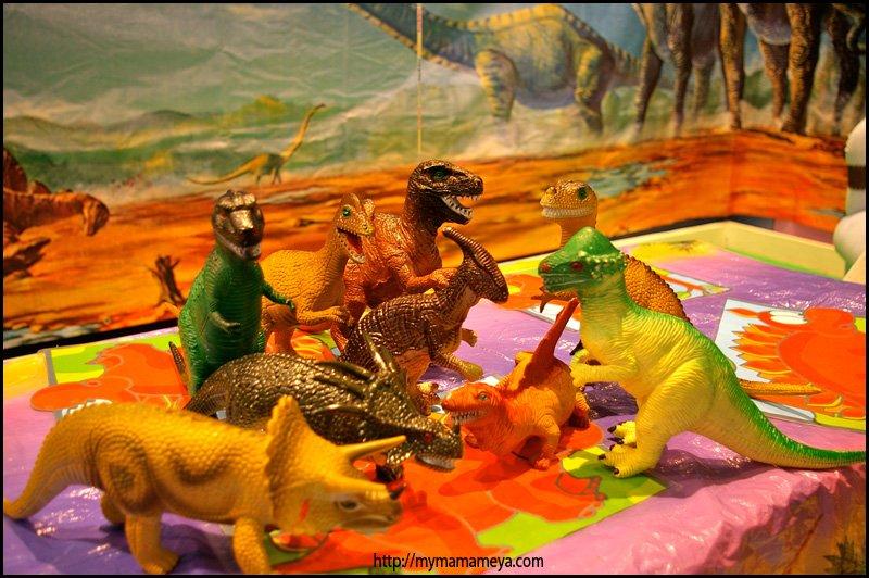 dinosaur birthday party table decorations